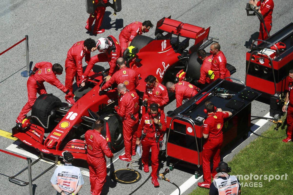 Charles Leclerc, Ferrari SF1000, sulla griglia di partenza