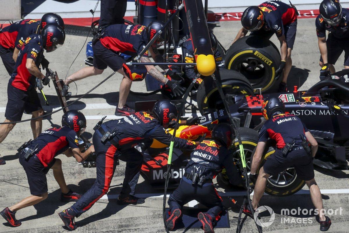 Parada en boxes de Red Bull con el coche de Max Verstappen, Red Bull Racing RB16