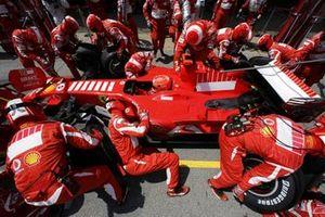 Michael Schumacher, Ferrari 248 F1, pitstop
