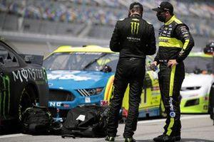 Kurt Busch, Chip Ganassi Racing, Chevrolet Camaro Monster Energy and Matt DiBenedetto, Wood Brothers Racing, Ford Mustang Menards/Dutch Boy