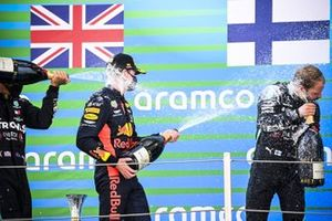 Max Verstappen, Red Bull Racing and Valtteri Bottas, Mercedes-AMG Petronas F1 celebrate on the podium with the champagne