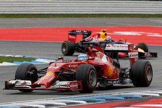 Fernando Alonso, Ferrari F14T leads Daniel Ricciardo, Red Bull Racing RB10 Renault