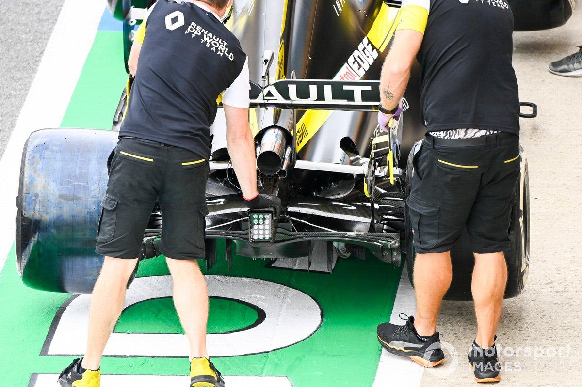 Parte trasera y el escape del monoplaza de Daniel Ricciardo, Renault F1 Team R.S.20