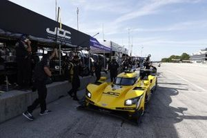 #85 JDC-Miller Motorsports Cadillac DPi, DPi: Chris Miller, Tristan Vautier, crew