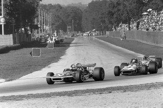 Chris Amon, March 701,Ronnie Peterson, March 701