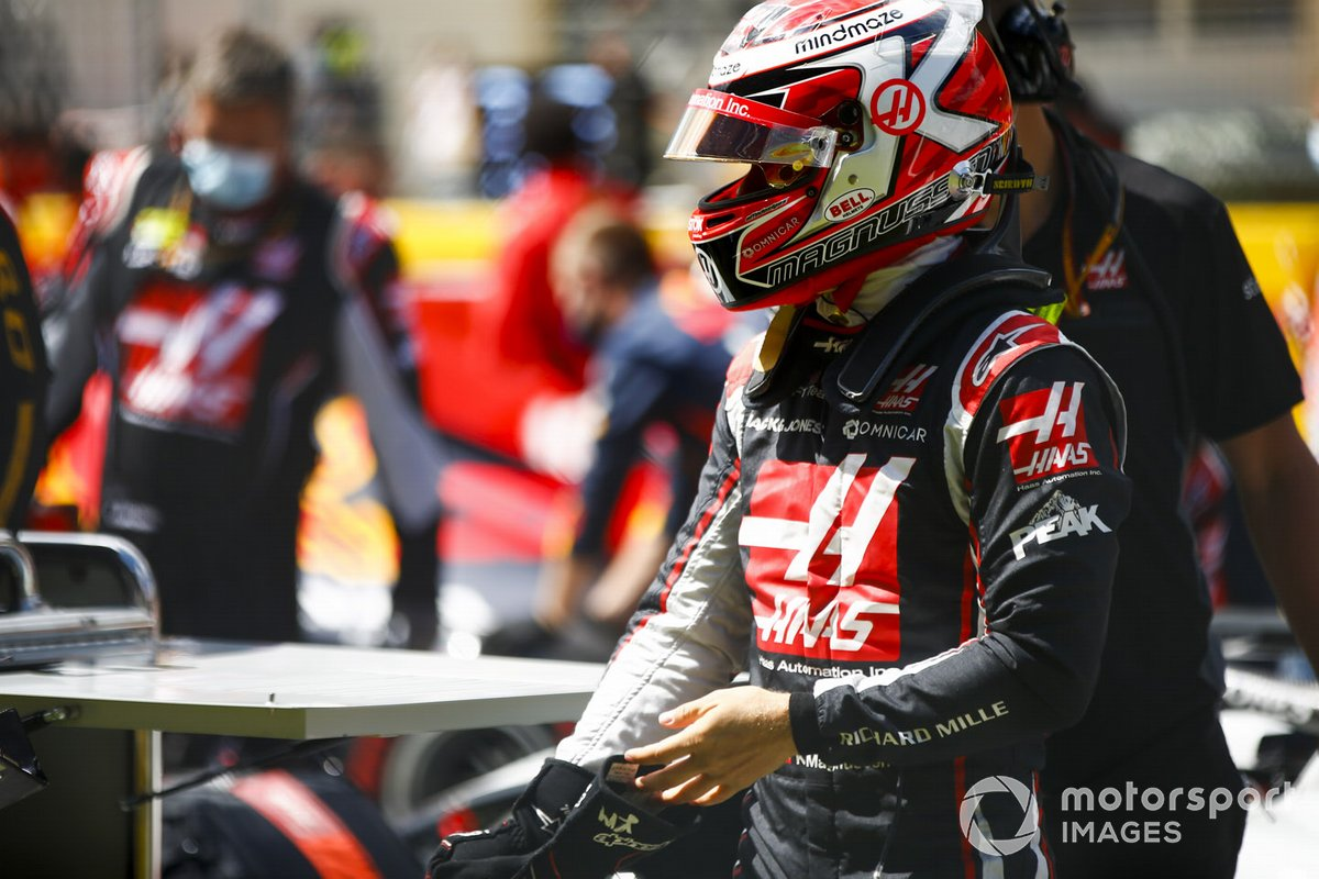 Kevin Magnussen, Haas F1, on the grid