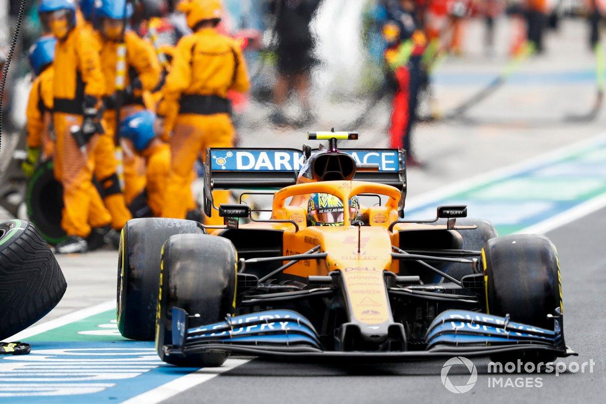 Lando Norris, McLaren MCL35, sale de pit box