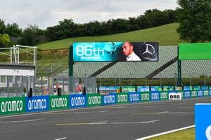 A trackside sign marks the 86th win for Lewis Hamilton, Mercedes-AMG Petronas F1