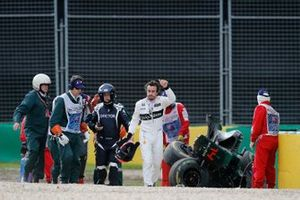 Fernando Alonso, McLaren MP4-31, crash