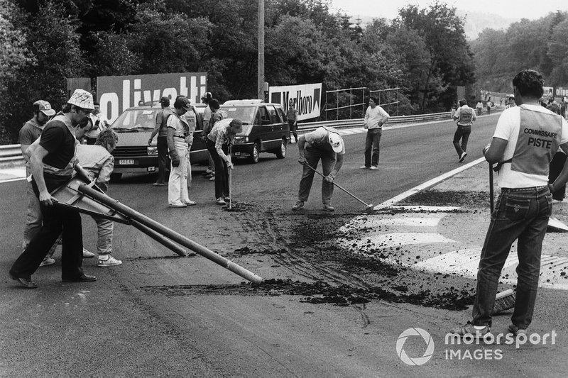 La carrera fue cancelada después de la práctica cuando la pista recién construida se daño debido al calor