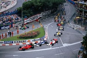 Alain Prost, Ferrari 641/2, leads Jean Alesi, Tyrrell 019 Ford, Gerhard Berger, McLaren MP4-5B Honda leads at the start