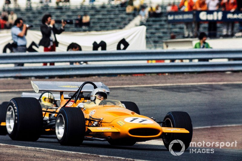 Bruce McLaren, McLaren M14A Ford y Denny Hulme, McLaren M14A Ford