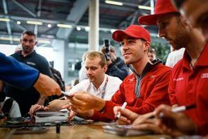 #29 Audi R8 LMS GT3 Evo, Audi Sport Team Land: Kelvin van der Linde