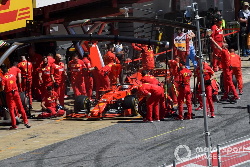 Sebastian Vettel, Ferrari returns to the garage