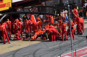 Sebastian Vettel, Ferrari returns to the garage