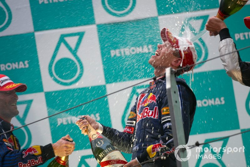 Podio: ganador Sebastian Vettel, Red Bull Racing