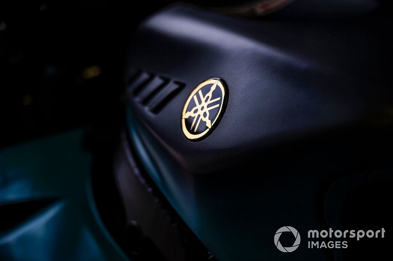 Petronas Yamaha SRT, Yamaha badge detail