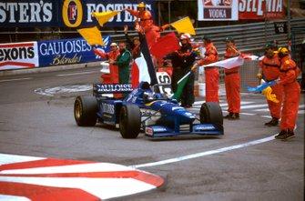 Ganador de la carrera Olivier Panis, Ligier JS43
