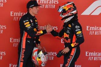 Гонщики Red Bull Racing Пьер Гасли и Макс Ферстаппен