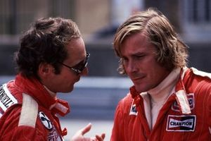 Niki Lauda, Ferrari; James Hunt, McLaren