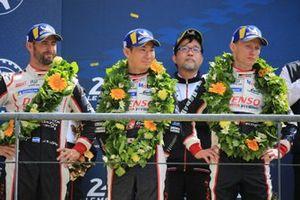 Segundos: #7 Toyota Gazoo Racing Toyota TS050: Mike Conway, Kamui Kobayashi, Jose Maria Lopez