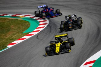 Nico Hulkenberg, Renault R.S. 19, leads Kevin Magnussen, Haas F1 Team VF-19, and Daniil Kvyat, Toro Rosso STR14
