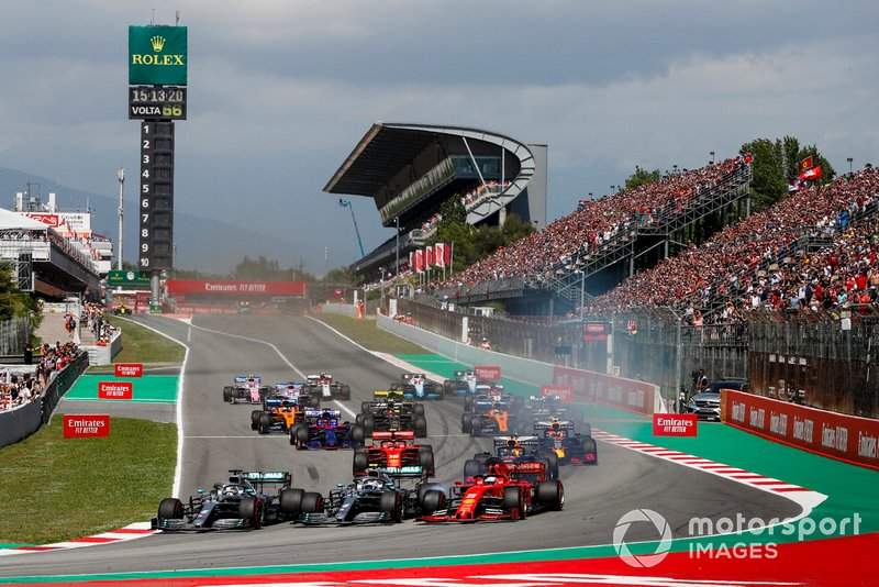 Lewis Hamilton, Mercedes AMG F1 W10 leads Valtteri Bottas, Mercedes AMG W10 as Sebastian Vettel, Ferrari SF90 locks up at start of the race