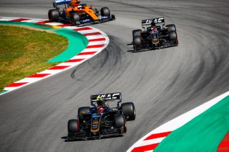 Kevin Magnussen, Haas F1 Team VF-19 leads Romain Grosjean, Haas F1 Team VF-19 and Carlos Sainz Jr., McLaren MCL34
