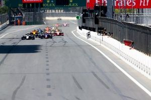 Restart of the F2 Feature race