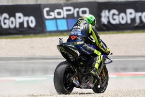 Valentino Rossi, Yamaha Factory Racing, Joan Mir, Team Suzuki MotoGP, running wide