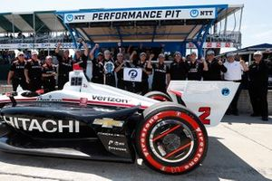 Il vincitore del Pole Award Josef Newgarden, Team Penske Chevrolet