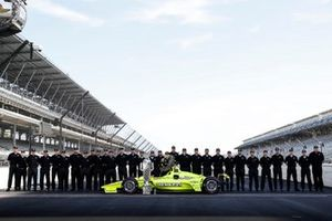 Winner Simon Pagenaud, Team Penske Chevrolet with Chevrolet and Ilmor staff