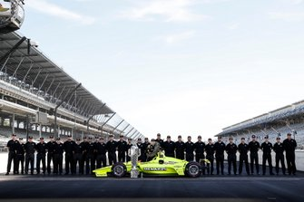 Winner Simon Pagenaud, Team Penske Chevrolet with Chevrolet and Ilmor staff