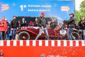 I vincitori Giovanni Moceri e Daniele Bonetti, sul palco