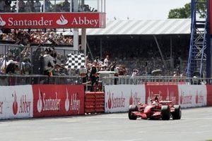 Le vainqueur Kimi Räikkönen, Ferrari