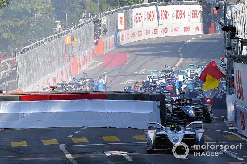 Felipe Massa, Venturi Formula E, Venturi VFE05, taglia il traguardo alla chicane dopo l'incidente