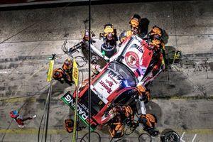#17 Mercedes-AMG GT3, GetSpeed Performance: Rooster Rojo J2Racing: John Shoffner, Janine Hill, Fabian Schiller, Markus Palttala
