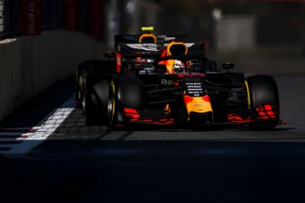 Max Verstappen, Red Bull Racing RB15, en Pierre Gasly, Red Bull Racing RB15