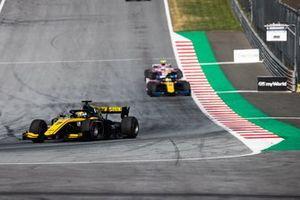 Guanyu Zhou, UNI Virtuosi Racing e Luca Ghiotto, UNI Virtuosi Racing