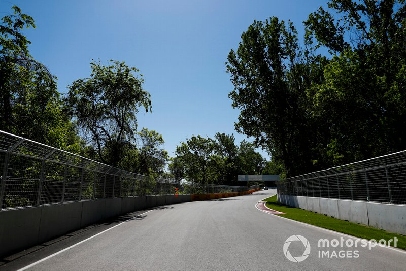 O GP do Canadá também teve seu adiamento confirmado no início de abril. Agora, o GP da França é o primeiro do calendário, e está marcado para 28 de junho
