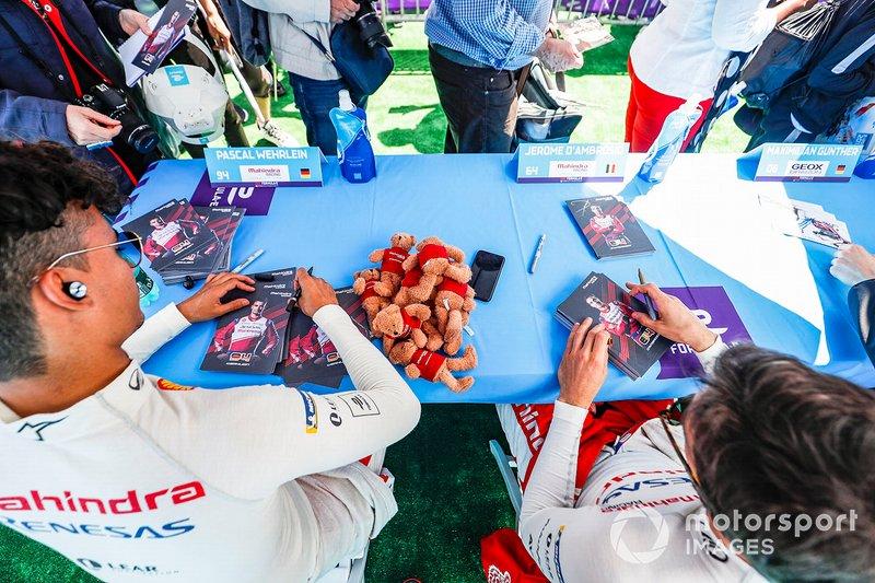 Pascal Wehrlein, Mahindra Racing, Jérôme d'Ambrosio, Mahindra Racing at the autograph session