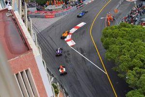 Louis Deletraz, Carlin, heads Dorian Boccolacci, Campos Racing