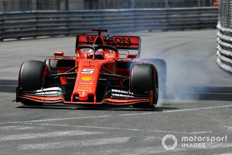 Sebastian Vettel, Ferrari SF90, locks-up