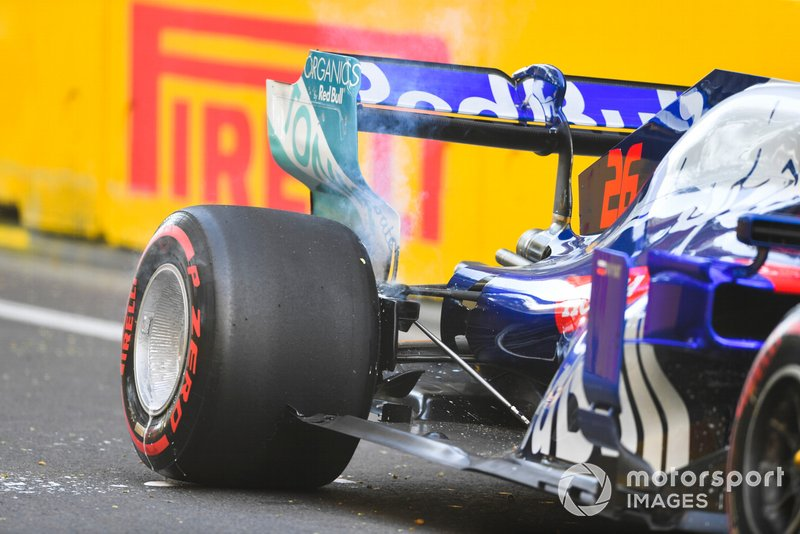 Daniil Kvyat, Toro Rosso after crashing in FP2