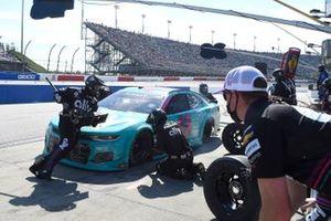Alex Bowman, Hendrick Motorsports, Chevrolet Camaro Ally Throwback pit stop