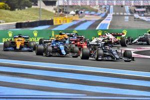 Pierre Gasly, AlphaTauri AT02, Fernando Alonso, Alpine A521, Charles Leclerc, Ferrari SF21, and Daniel Ricciardo, McLaren MCL35M