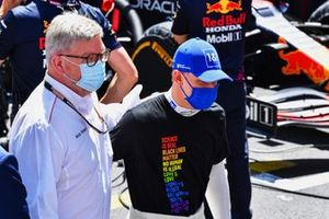 Ross Brawn, Managing Director of Motorsports, with Mick Schumacher, Haas F1, on the grid