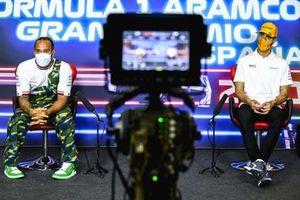 Lewis Hamilton, Mercedes, Daniel Ricciardo, McLaren en la conferencia de prensa