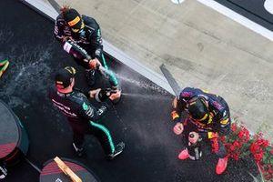 Valtteri Bottas, Mercedes, Lewis Hamilton, Mercedes, en Max Verstappen, Red Bull Racing