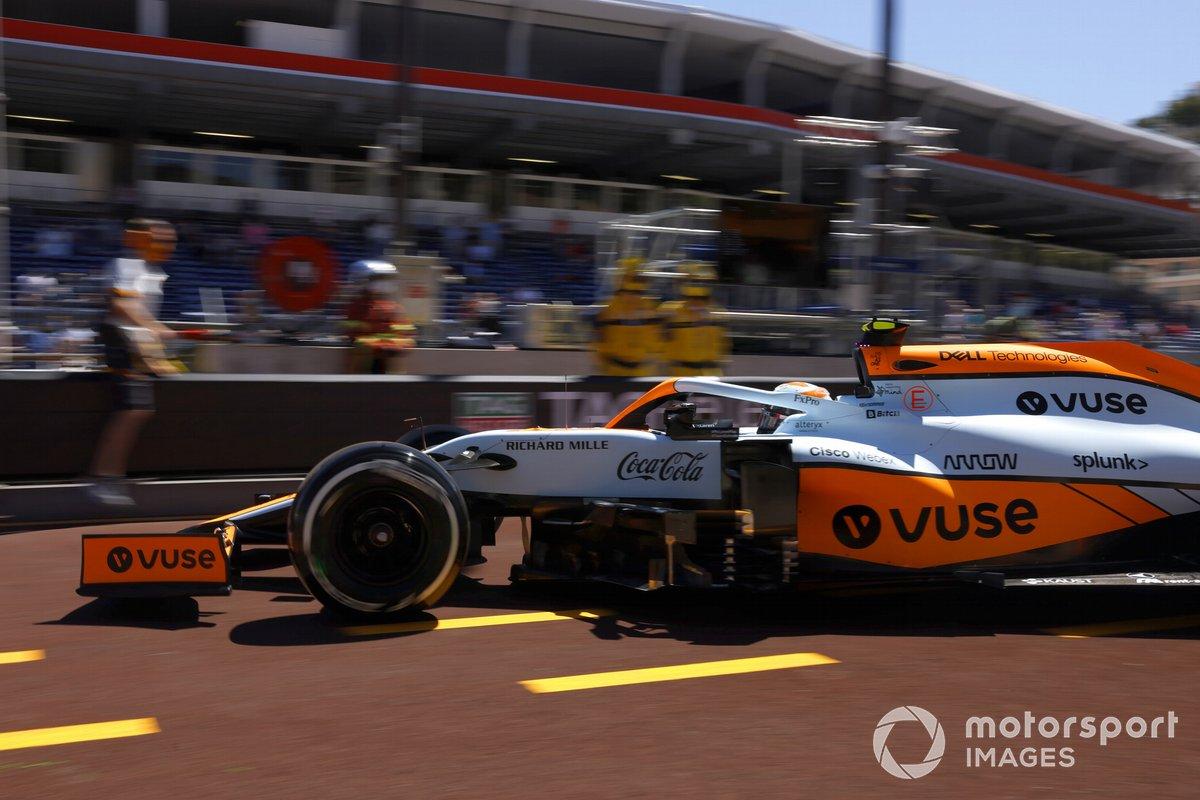 Lando Norris, McLaren MCL35M, sale de boxes